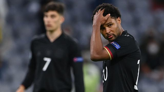 Serge Gnabry tak mampu menyembahkan satu pun gol atau assit di semua penampilannya dengan Jerman. Ia diharapkan tampil seperti di musim 2019/2020 bersama Bayern Munich namun gagal. Jerman harus kandas dari Inggris di babak 16 besar Piala Eropa 2020. (Foto: AFP/Pool/Christof Stache)