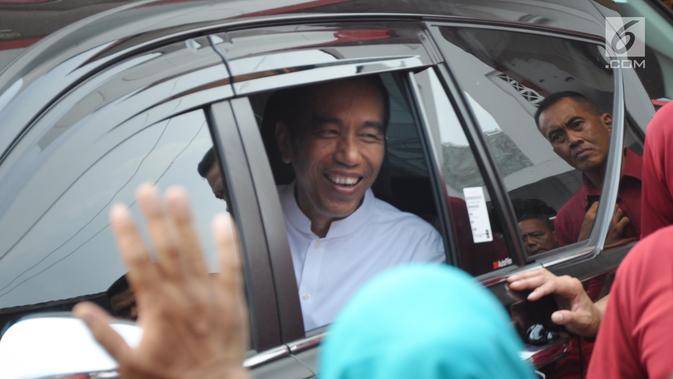 Calon presiden petahana, Joko Widodo seusai menghadiri pelantikan dan konsolidasi tim kampanye daerah Jawa Tengah di Panti Marhaen, Kantor DPD PDIP Semarang, Sabtu (20/10). Jokowi melakukan kunjungan kerja di Semarang selama dua hari (Liputan6.com/Gholib)#source%3Dgooglier%2Ecom#https%3A%2F%2Fgooglier%2Ecom%2Fpage%2F%2F10000