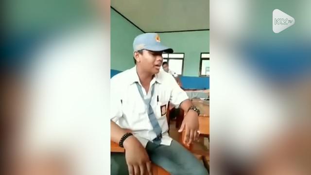 Seorang siswa SMA asal Karawang saat mengaji bikin warganet merinding. Beberapa warganet bahkan memberikan pujian.
