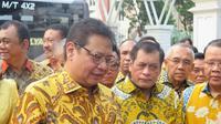 Ketum Partai Golkar Airlangga Hartarto mengajak 34 Ketua DPD tingkat I Partai Golkar bertemu Presiden Jokowi, Senin (1/7/2019) (Liputan6.com/Lizsa Egeham)