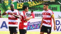 Madura United tak bisa menurunkan Fabiano Beltrame dan Beny Wahyudi pada lawatan ke markas Persipura Jayapura, Sabtu (19/5/2018). (Bola.com/Aditya Wany)