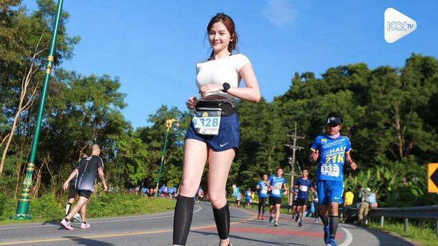 Warganet dibuat terpesona oleh kecantikan seorang pelari maraton asal Thailand.