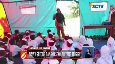 Memulai hari pertama sekolah, ratusan pelajar SD korban tsunami di Kecamatan Rajabasa, Lampung Selatan, harus belajar di tenda darurat.