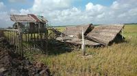 Kondisi rumah yang dihantam angin puting beliung di Kabupaten Ogan Ilir Sumsel (Liputan6.com / Nefri Inge)