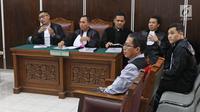 Mantan Plt Ketum PSSI Joko Driyono menjalani sidang lanjutan kasus dugaan penghilangan barang bukti pengaturan skor di PN Jakarta Selatan, Jakarta, Selasa (28/5/2019). Sidang lanjutan Joko Driyono dengan agenda mendengarkan keterangan 4 saksi ahli dan 3 saksi fakta.  (Liputan6.com/Herman Zakharia)