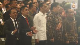 Presiden Joko Widodo (tengah) menghadiri pelantikan pengurus Himpunan Pengusaha Muda Indonesia (HIPMI) periode 2019-2024, di Jakarta, Rabu (15/1/2020). Tema Hipmi kali ini adalah peningkatan kualitas SDM pengusaha muda Indonesia menyambut era bonus demografi. (Liputan6.com/Angga Yuniar)