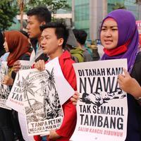 Jagat media sosial diramaikan oleh netizen yang memprotes Presiden Jokowi soal kasus Salim Kancil.