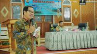 Direktur Utama LPBD-KUMKM, Braman Setyo mensosialisasikan Pembiayaan Koperasi dan UMKM di Kantor Bupati Kerinci, Jambi.