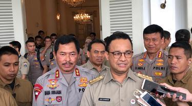Kapolda Metro Irjen Nana Sujana dan Gubernur DKI Jakarta Anies Baswedan. (Delvira Hutabarat/Liputan6.com)