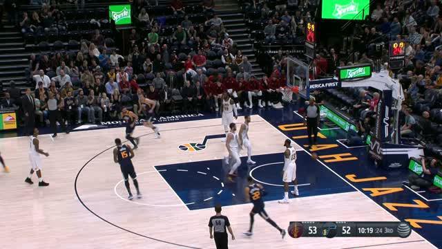 Berita video game recap NBA 2017-2018 antara Utah Jazz melawan Cleveland Cavaliers dengan skor 104-101.