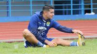 Esteban Vizcarra menjalani latihan perdananya di Persib Bandung. (Huyogo Simbolon)
