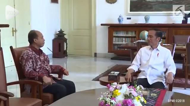 Humas BNPB, Sutopo Purwo Nugroho, mendapat kesempatan bertemu Presiden Jokowi jelang ulang tahunnya. Sutopo mendapat kado spesial foto beserta tanda tangan Jokowi.