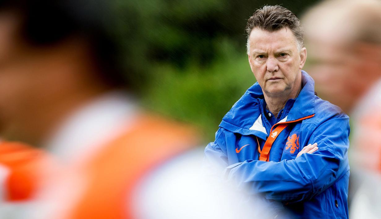 Pesta gol 6-1 Belanda ke gawang Turki pada Rabu (08/09/2021) dini hari WIB menjadi salah satu bukti catatan impresif pelatih Louis van Gaal. Ia mampu menerapkan gaya permainan dengan formasi 5-3-2 atau 5-2-3 secara baik. (Foto: ANP/AFP/Koen van Weel)