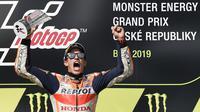 Pembalap Repsol Honda, Marc Marquez, semakin kukuh di puncak klasemen sementara MotoGP 2019 setelah menjuarai balapan di Brno. (AFP/Michal Cizek)