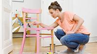 Pengecatan ulang perabot dengan warna yang berbeda dapat meningkatkan keindahan tampilan ruang.