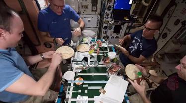 Terungkap, Begini Cara Astronot Membuat Pizza di Luar Angkasa