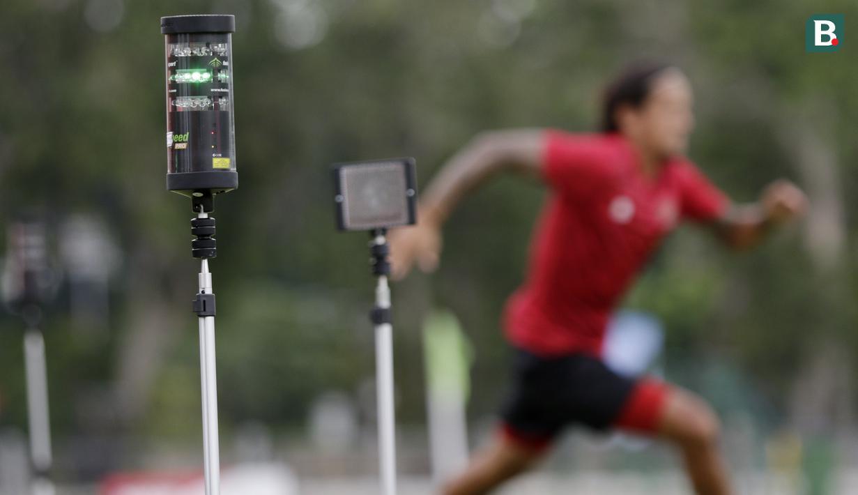 Alat Smart Gate saat digunakan pemain Timnas Indonesia saat latihan di Lapangan G, Senayan, Jakarta, Rabu, (19/2/2020). Pada sesi latihan kali ini Timnas menjalani tes fisik dengan menggunakan alat Smart Gate. (Bola.com/M Iqbal Ichsan)