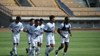 Latihan perdana Persib Bandung di Stadion GBLA Bandung, Senin (1/3/2021), menjelang perhelatan Piala Menpora 2021. (Bola.com/Erwin Snaz)
