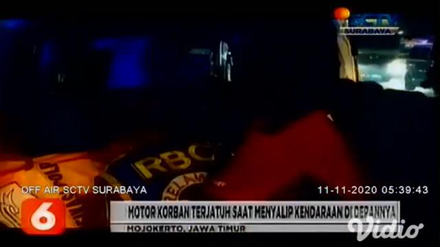 Kecelakaan lalu lintas yang melibatkan pemotor sekeluarga dan truk gandeng di Jalan Raya Trowulan, Mojokerto, Jawa Timur mengakibatkan ibu dan anak, Samiyah (35) dan Mat Toha (7) tewas di lokasi kejadian.