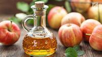 Ternyata cuci muka dengan cuka apel dapat memberikan manfaat yang banyak terhadap kulit wajah. Berikut di antaranya. (iStockphoto)