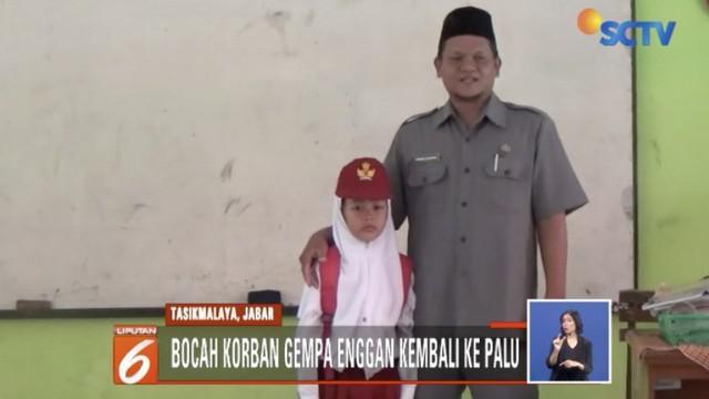 Empat siswa korban bencana Palu-Donggala kembali bersekolah di kampung halaman orangtua di Tasikmalaya, Jawa Barat.