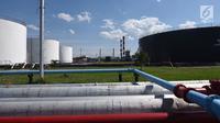 Area kilang minyak RU II Sei Pakning, Bengkalis, Riau (17/10). Minyak di kilang Sei Pakning memproduksi solar dan gerosin. Solar dan minyak tanah tersebut didistribusikan ke Dumai, pembangkit PLN dan masyarakat sekitar. (Liputan6.com/Yulia)