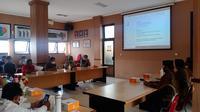 Rapat koordinasi persiapan debat Pilkada Solo di KPU Solo, Senin (26/10).(Liputan6.com/Fajar Abrori)