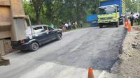 Namun, jalan Cadas Pangeran, Sumedang, ditengarai mengalami kerusakan. (Liputan6.com/Panji Prayitno)