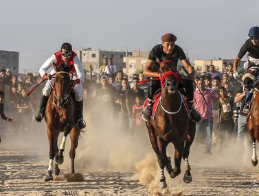 Melihat Serunya Para Joki Balap Kuda di Jalur Gaza
