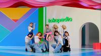 Penampilan grup musik K-Pop, Twice di acara Waktu Indonesia Belanja TV Show, Kamis (27/8).
