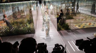 FOTO: Gelaran Paris Fashion Week di Tengah Pandemi COVID-19