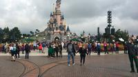 Disneyland Paris mulai dibuka kembali pada 15 Juli 2020, setelah tutup berbulan-bulan karena pandemi corona Covid-19. (AURELIA MOUSSLY / AFP)