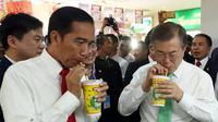 Presiden Jokowi dan Presiden Korea Selatan Moon Jae-in minum teh