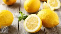Pernahkah Anda mencoba menaruh potongan buah lemon di samping tempat tidur Anda? Penasaran apa yang akan terjadi? (Foto: iStockphoto)