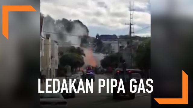 Ledakan gas terjadi dan membakar empat bangunan di San Fransisco. Petugas membutuhkan waktu lebih dari dua jam untuk memadamkan api.