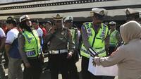 Aksi gotong dus personil Polrestabes Makassar untuk gempa Palu (Humas Polrestabes Makassar? Eka Hakim)