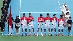 Para petenis Indonesia mengikuti pembukaan Davis 2018 grup dua Asia/Oceania di Senayan, Jakarta, Sabtu (3/2/2018). Indonesia berebut satu tiket  ke babak kedua dengan Filipina. (Bola.com/Nick Hanoatubun)