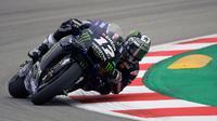 Pembalap Yamaha, Maverick Vinales, menjadi yang tercepat pada sesi latihan bebas kedua (FP2) MotoGP Belanda. (AFP/Lluis Gene)