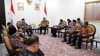 Rektor UI Ari Kuncoro bertemu Wapres Ma'ruf Amin di Jakarta, Senin (3/2/2020). (Dokumentasi kantor sekretariat Wapres)