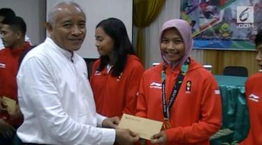 Sebagai bentuk apresiasi terhadap atlet Asian Games dari wilayahnya, bupati Sleman, daerah Istimewa Yogyakarta, memberikan bonus uang jutaan rupiah pada mereka.