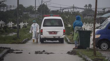 Menengok Makam COVID-19 di TPU Keputih Surabaya