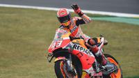 Pembalap Repsol Honda, Marc Marquez, semakin kukuh di puncak klasemen sementara setelah menjuarai MotoGP Prancis 2019. (AFP/Jean-Francois Monier)