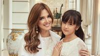 Nia Ramadhani dan Mikhayla Lebaran 2018 [foto: instagram/ramadhaniabakrie]