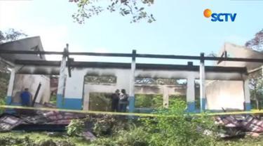 Kesal dua tahun berturut-turut tidak naik kelas, seorang siswa sekolah menengah kejuruan nekat membakar habis gedung sekolahnya.