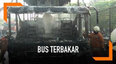 Akibat pecah ban di tol JORR sebuah bus pariwisata terbakar. Kebakaran diduga akibat gesekan velg ban dengan jalan. Tidak ada korban jiwa karena bus tengah tidak berpenumpang