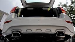 Model ini memiliki bumper depan yang didesain lebih elegan dengan fog-light cover, bumper belakang yang terintegrasi dengan chrome exhaust-tips dn lamu belakang model baru, Yesterday Lounge, Jakarta, Rabu (11/6/2014) (Liputan6.com/Faizal Fanani)