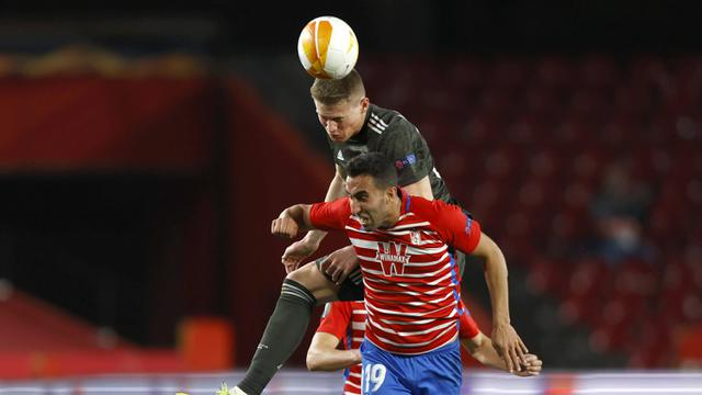 FOTO: Manchester United Pijakkan Satu Kaki di Semifinal usai Menang 2-0 di Kandang Granada - Scott McTominay; Angel Montoro