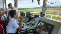 Demi Keselamatan, Airnav Potong Bukit di Bandara Depati Amir (Foto: Gideon/Liputan6.com)