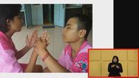 Handoko (kanan) penyandang disabilitas ganda. Foto: Tangkapan layar presentasi Kepala Sekolah Luar Biasa  (SLB) Helen Keller Yogyakarta Fransiska Rina Wigati. S. Pd.