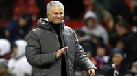 Ekspresi pelatih Manchester United, Jose Mourinho saat memimpin timnya melawan Brighton pada lanjutan Premier League di Old Trafford, Manchester,(25/11/2017). Manchester United menang tipis 1-0. (Martin Rickett/PA via AP)